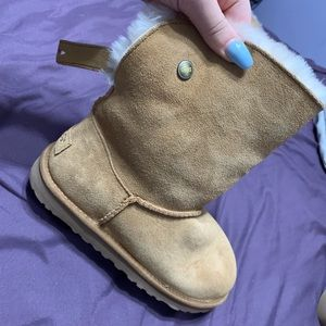 Ugg's size 4!!